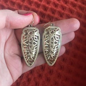 Kendra Scott Cutout Arrowhead Earrings in Gold